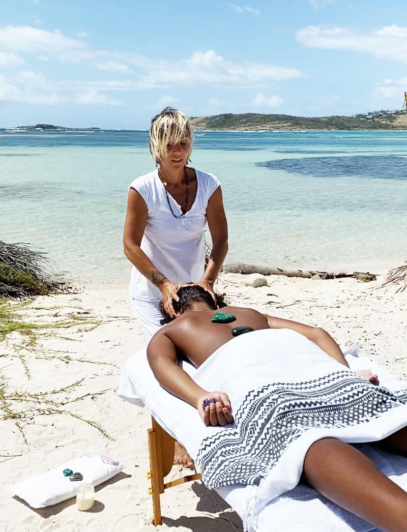 Fabienne, la perle du massage sur la plage ou à domicile à Saint-Martin!